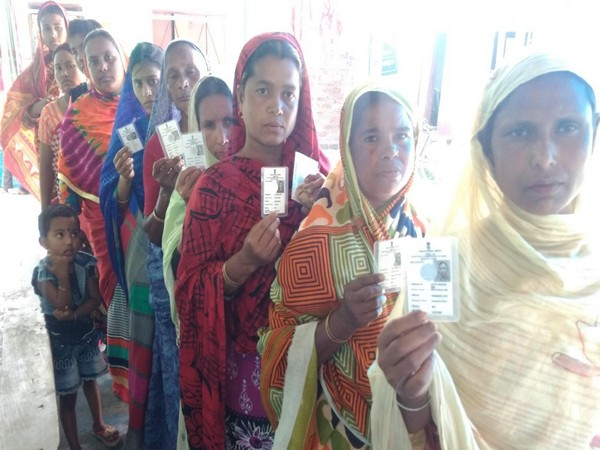 People queue up to vote on a polling booth in Coochbehar, West Bengal on Thursday. Photo/ANI