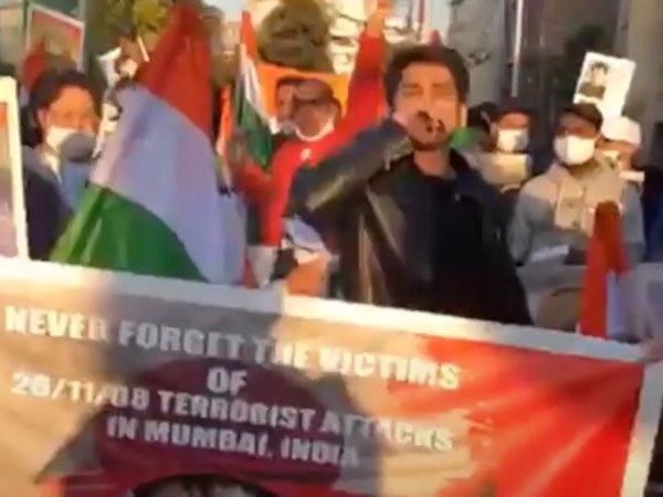 The demonstrators gathered outside the Pakistan Embassy in Tokyo, urging the Pakistan government to punish those responsible for 26/11