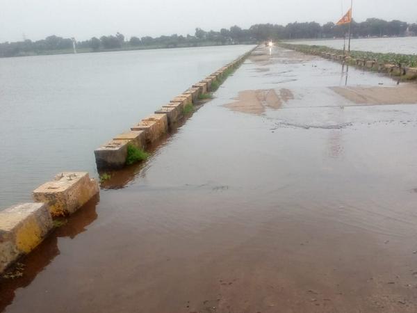 Rajghat Bridge submerged in water in Barwani, Madhya Pradesh [Photo/ANI]