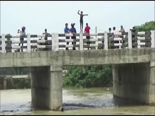 Despite warnings issued by the authorities to the public, many children are being spotted diving into the rivers from various bridges across the district. (Photo/ANI)