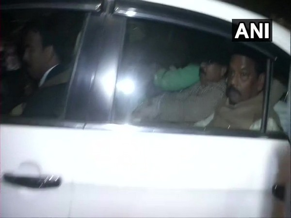 Jharkhand Chief Minister Raghubar Das leaving the residence of Amit Shah in New Delhi. Photo/ANI