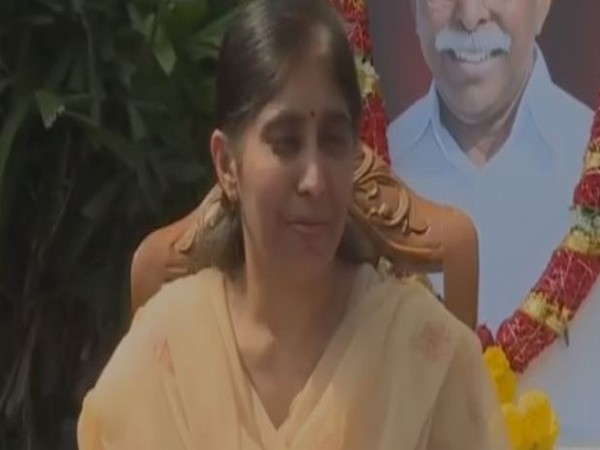 Late YS Vivekananda Reddy's daughter YS Sunitha while speaking to media persons at Kadapa in Andhra Pradesh on Wednesday. Photo/ANI