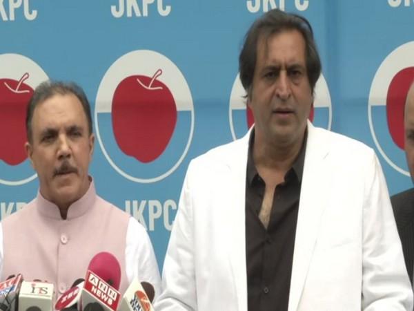 Former J-K Bank Chairman, Parvaiz Ahmad Nengru (left) with JKPC President Sajad Lone (Photo/ANI)