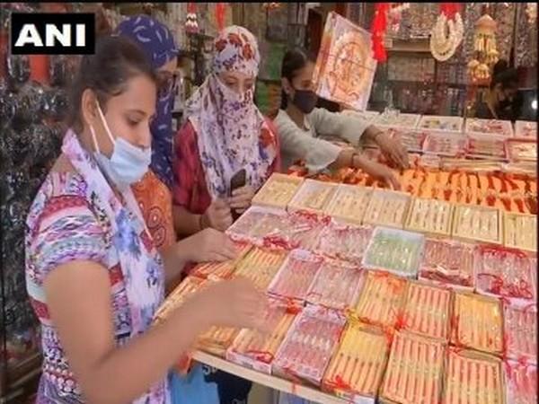 A visual of a market in Dehradun.