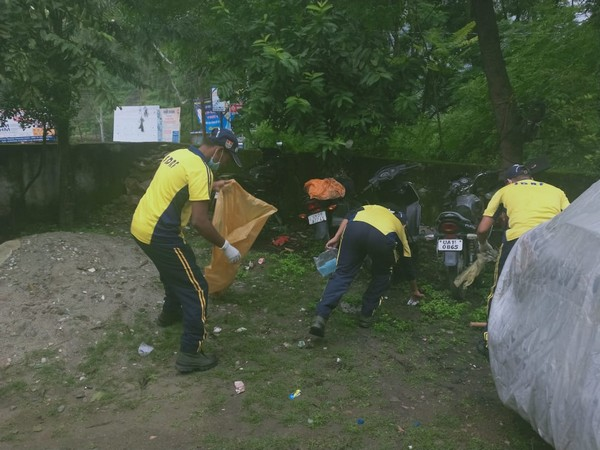 SDRF teams conducted a cleanliness drive in Dehradun on Wednesday. (Photo/ANI)