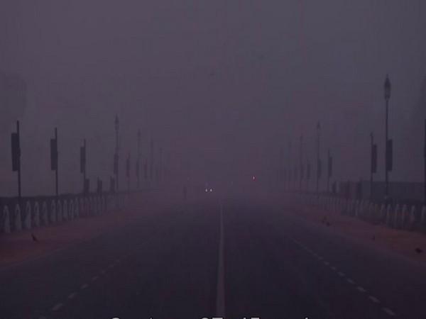 A thick blanket of fog engulfed Delhi on Saturday morning [Photo/ANI]