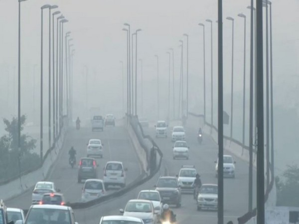 Smog engulfs Delhi on Thursday [Photo/ANI]