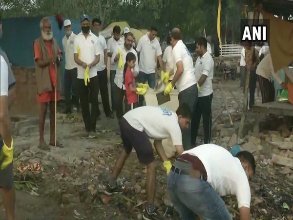 Swacchhata Abhiyaan' was organised at Ramghat in Wazirabad  under the 'Namami Gange Project'. (Photo/ANI)