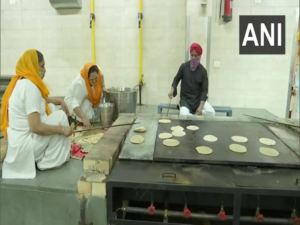 The volunteers are preparing food for COVID-19 positive patients across the national capital. (Photo/ANI)