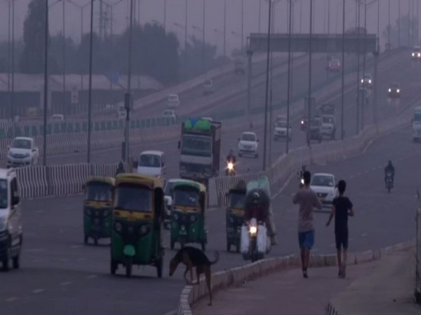 """At ITO where Air Quality Index is at 275 in """"poor"""" category. (Photo/ANI)"""