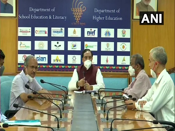 Union HRD Minister meets IIT Director to discuss COVID-19 detection assay