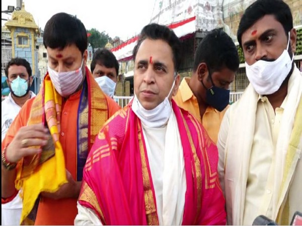 BJP National Secretary Sunil Deodhar at Sri Venkateshwara Swami Temple in Tirumala (Photo/ANI)