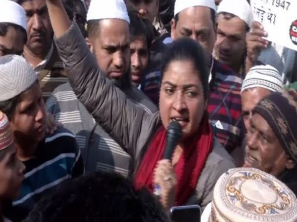 Congress leader Alka Lamba addressing a protest outside Jamia Masjid in New Delhi on Friday. Photo/ANI