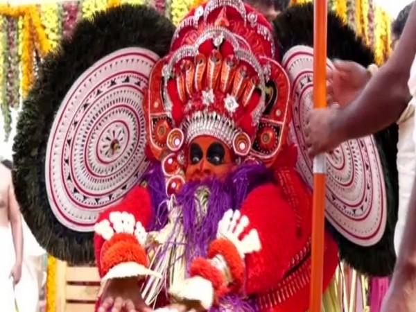 A dancer performing Perumkaliyattam in Kalliot village in Kerala's Kasaragod on Sunday. Photo/ANI