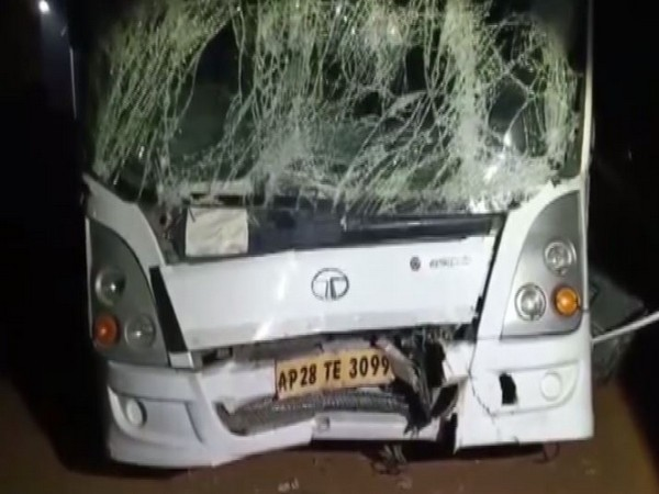 Visuals from the incident in Telangana's Hyderabad which occurred on Monday night injuring 12 passengers. Photo/ANI