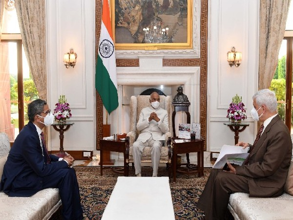 CJI Ramana, Justice UU Lalit meeting President Ram Nath Kovind in Delhi on Monday. (Photo/Twitter/Rashtrapati Bhavan)