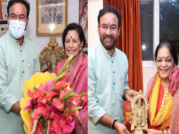 Union Cultural Minister G Kishan Reddy with Saroja Vaidyanathan (left) and Uma Sharma (right).