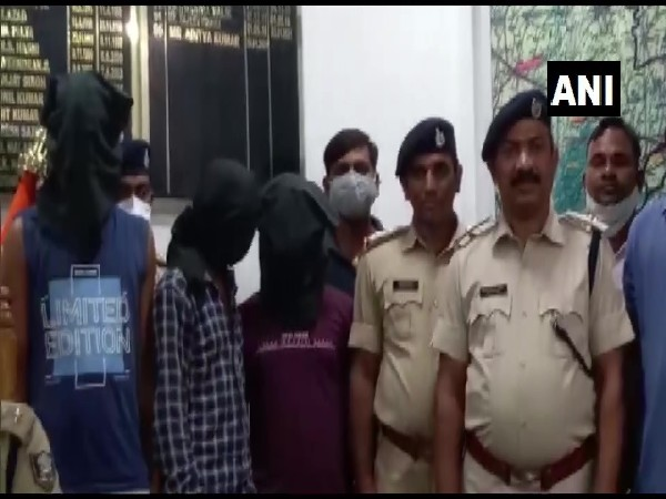 Bihar Police recovers 2.2 kgs of brown sugar, 3 held (Photo/football match live now)