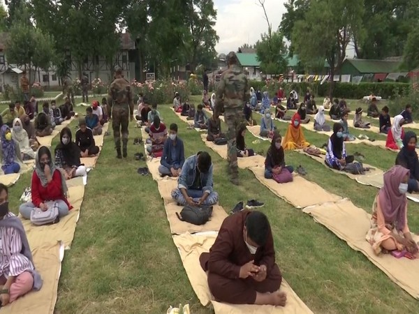 Several students participated in the painting competition in Srinagar (Photo/ANI)