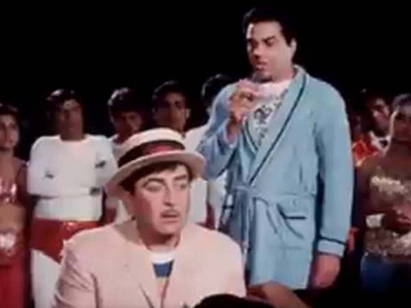 A still from the film 'Mera Naam Joker' featuring Dharmendra Deol and Raj Kapoor (Image Source: Twitter)