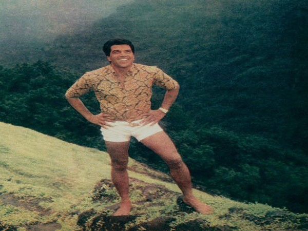 Veteran actor Dharmendra Deol thanks fans with throwback picture