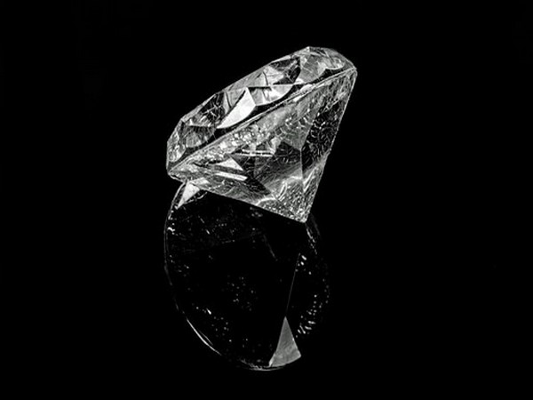 Fibrous diamonds grow more quickly than gem diamonds, which means they trap tiny samples of fluids around them while they form.