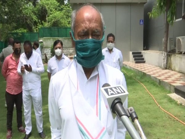 Congress leader Digvijaya Singh speaking to ANI on Thursday. [Photo/ANI]
