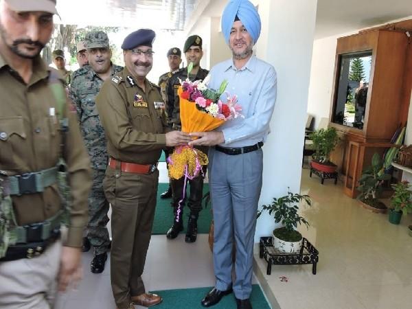 DGP Jammu and Kashmir, Dilbag Singh meeting Northern Army Commander Lieutenant General Ranbir Singh on Sunday.