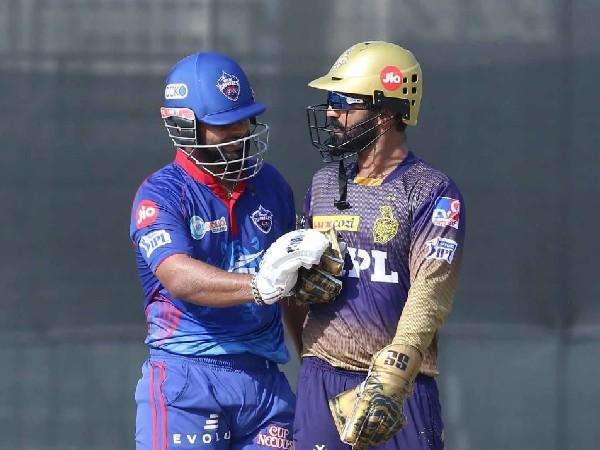 DC skipper Rishabh Pant speaks to Dinesh Karthik. (Photo/ Sportzpics for IPL)