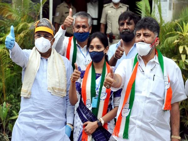 Karnataka Congress chief DK Shivakumar (left)