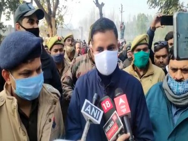 Moradabad District Magistrate Rakesh Kumar Singh updating media about the road accident. Photo/ANI