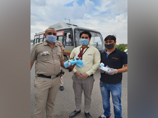 DMRC provided Delhi Police personnel with sanitisers, masks and refreshments amid lockdown