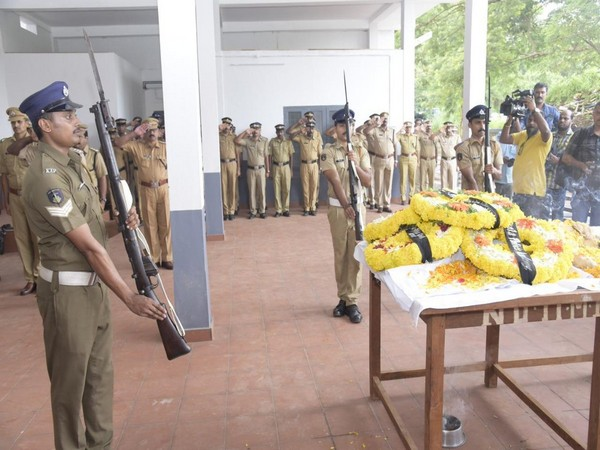 Kerala Police while paying tribute to Thander who died due to illness on Monday in Thrissur. Photo/ANI