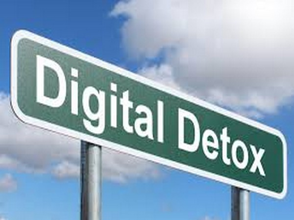 Try digital detox while you travel next!