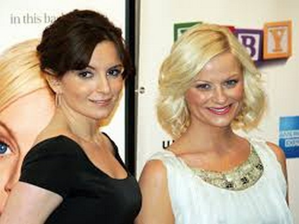 American actors Amy Poehler and Tina Fey