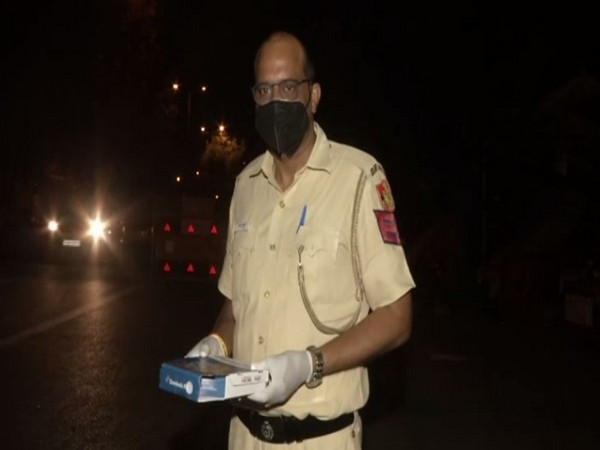 Delhi Police Additional DCP distributed pizzas to personnel