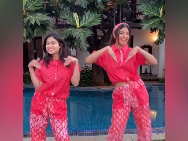 Shilpa Shetty(right) with her sister Shamita Shetty (Image Source: Instagram)