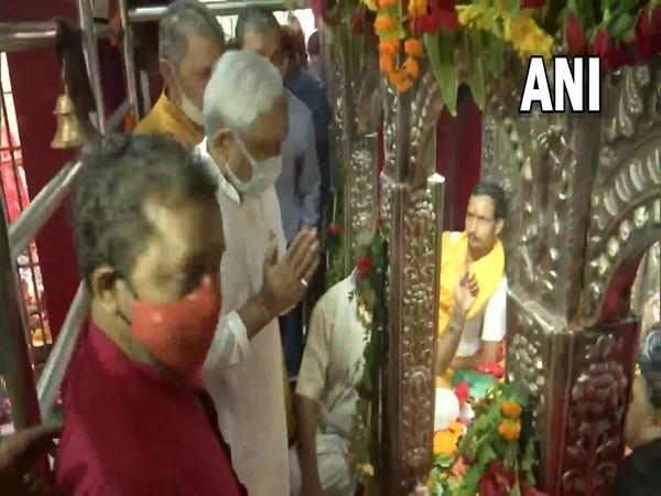 Bihar CM Nitish Kumar visits a temple in Patna (Photo/ANI)