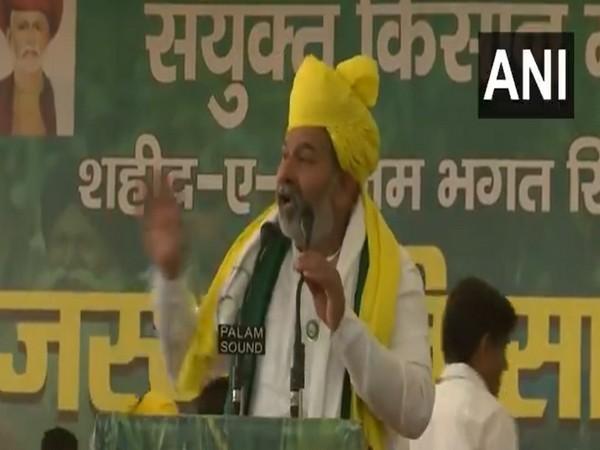 Bharatiya Kisan Union (BKU) president Rakesh Tikait addressing a gathering in Jaipur. (Photo/ANI)