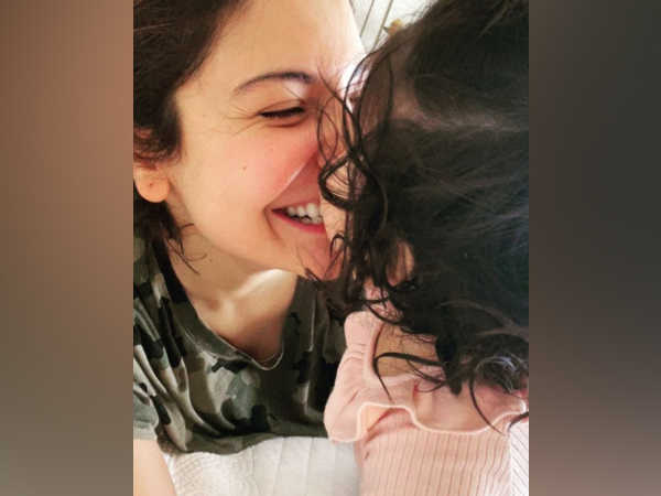Anushka Sharma with Vamika (Image source: Instagram)