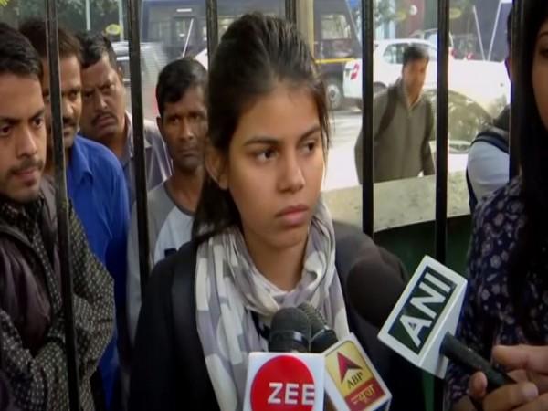 Delhi girl Anu Dubey speaks to media on Saturday [Photo/ANI]
