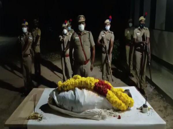 Tanjore police giving 21 Gun Salute to deceased Rajarajan (ANI).