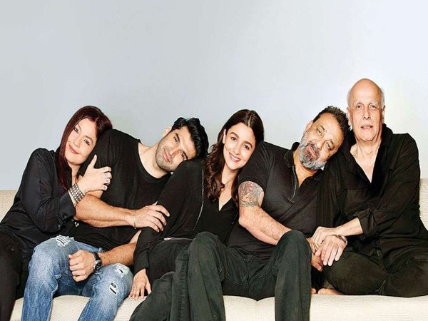 Pooja Bhatt, Aditya Roy Kapur, Alia Bhatt, Sanjay Dutt and Mahesh Bhatt, Image courtesy: Instagram