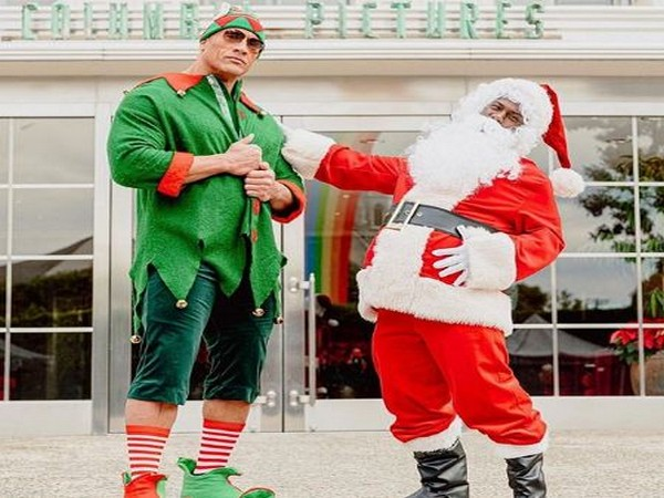 'Jumanji: The Next Level' co-stars Dwayne Johnson and Kevin Hart spreading Christmas cheer