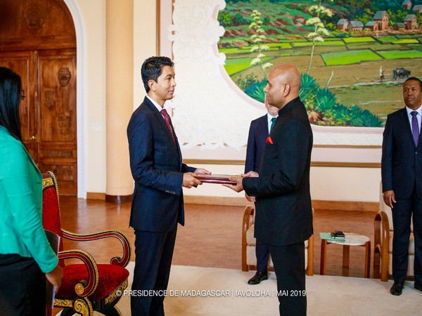 Abhay Kumar while offering his credentials to Rajoelina on Wednesday (Source: ANI)