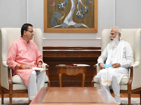 Uttarakhand Chief Minister Pushkar Singh Dhami (L), Prime Minister Narendra Modi (R)