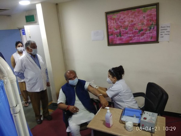 Union Minister Narendra Singh Tomar receiving second dose of COVID-19 vaccine. (Photo/ANI)