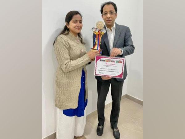 Sumer Sethi, Founder, eMedicoz received the award
