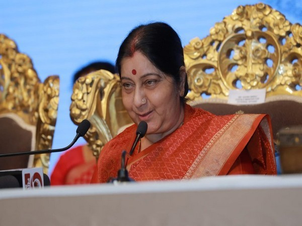 EAM Sushma Swaraj interacts with the Indian diaspora in Abu Dhabi (Picture Credits: Raveesh Kumar, MEA)