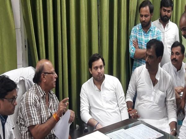 RJD leader Tejashwi Yadav during his meeting with Superintendent of SKMCH Dr Sunil Kumar Shahi on Saturday. Photo/ANI